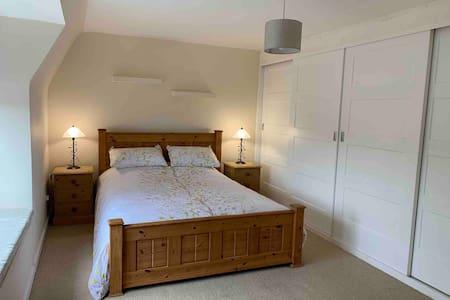 3 Bedroom House 10 Min Walk ISA/10 Min Drive City