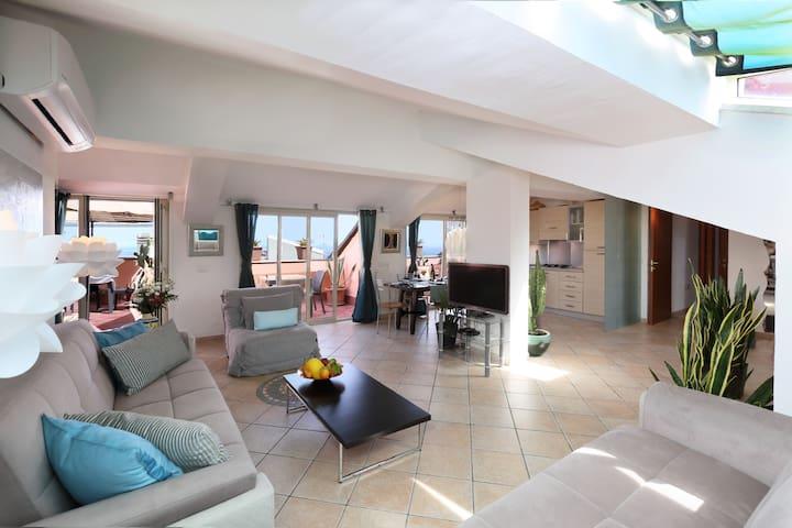 Taormina center 4 BR, terrace views, pool