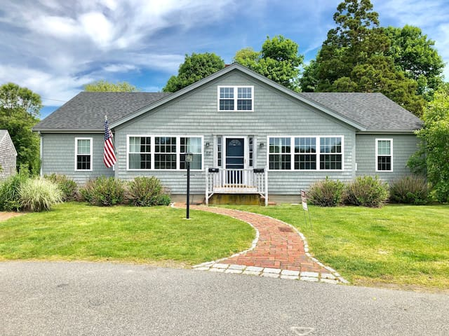Cape Cod Escape Newly updated 4 beds, 2 full baths