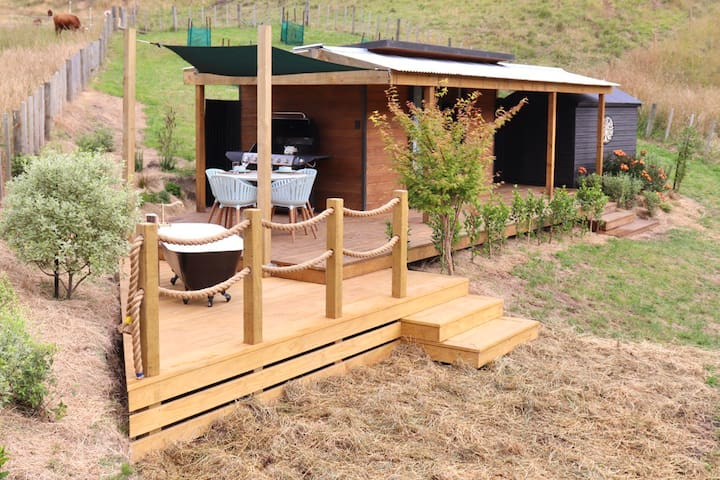 *suitable for isolation* Off grid, cabin, Tauranga