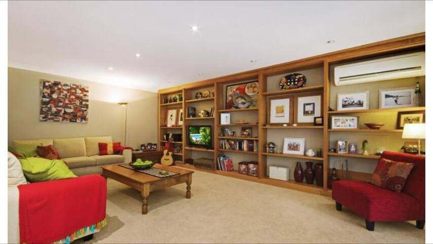 House in the Hills (District) - West Pennant Hills