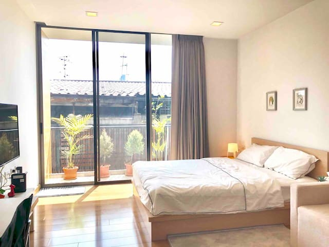 Private Modern Apartment in Sathorn, Center of BKK
