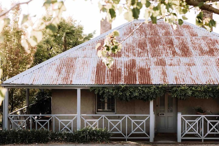 French Cottage Beechworth with alfresco garden