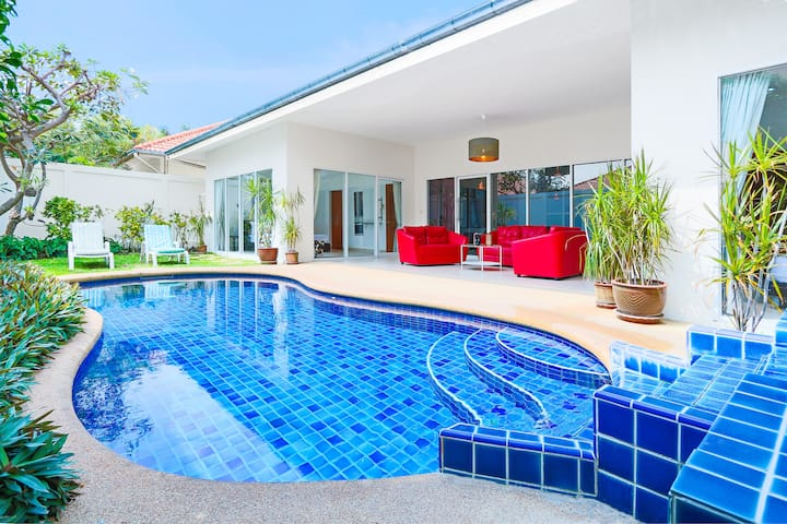 2-bdr villa for 6 ppl, swim. pool and jacuzzi #153