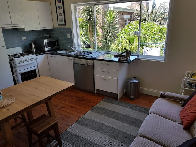 Queensie Beach Pad on headland overlooking Manly