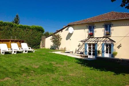 Petite Aucher - Three bedroom Cottage - Brigueuil - Haus