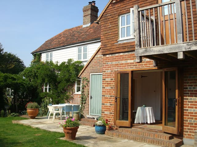 Oast Garden Cottage - charming and accessible