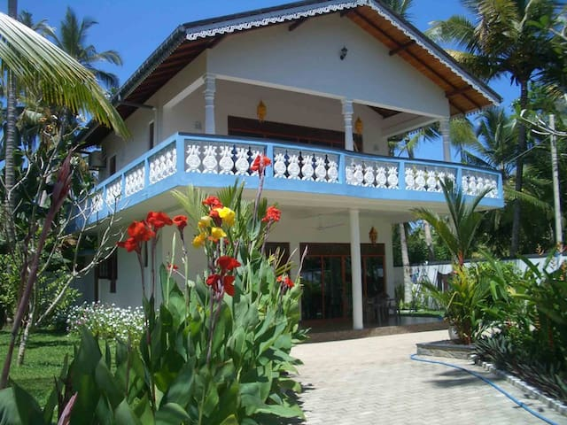 Lovely Villa Near The Beach