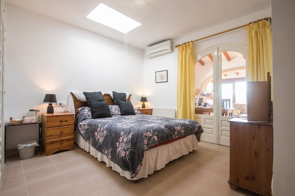 king size bed with skylight