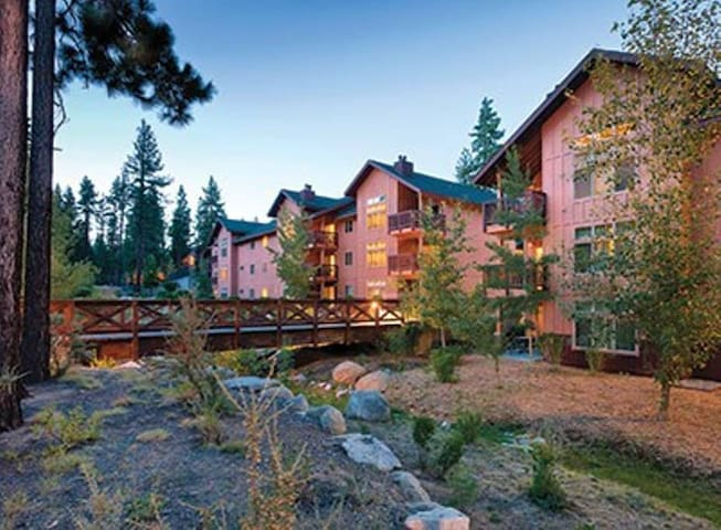 3 Bdrm Resort Condo (Sleeps 8) - Walk to Lake!