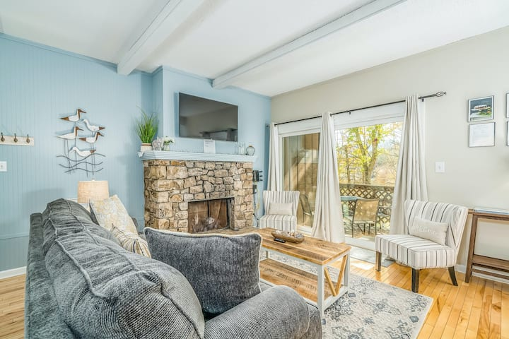 Ground-level condo w/stone fireplace + covered deck