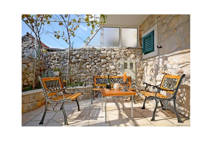 One bedroom Stone house, in Vinisce