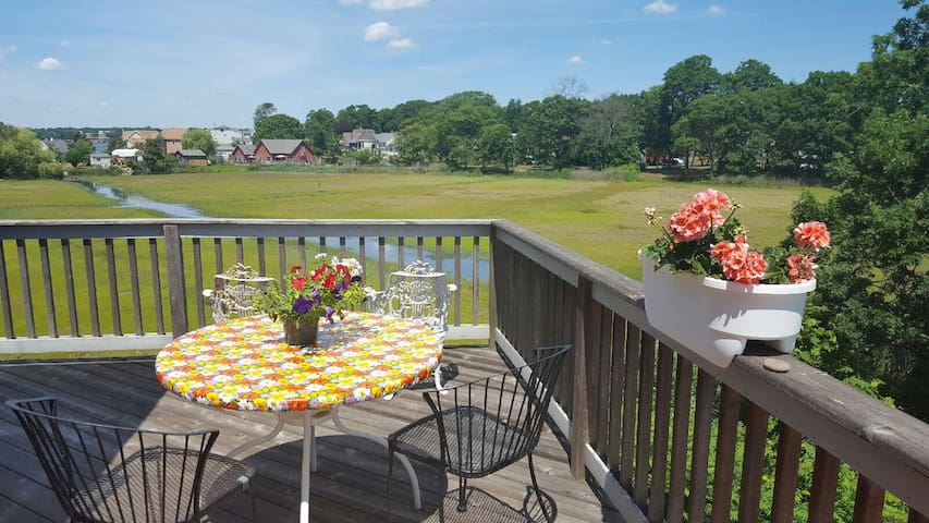 Dream big beach retreat on marsh, block to water - Branford - Ház