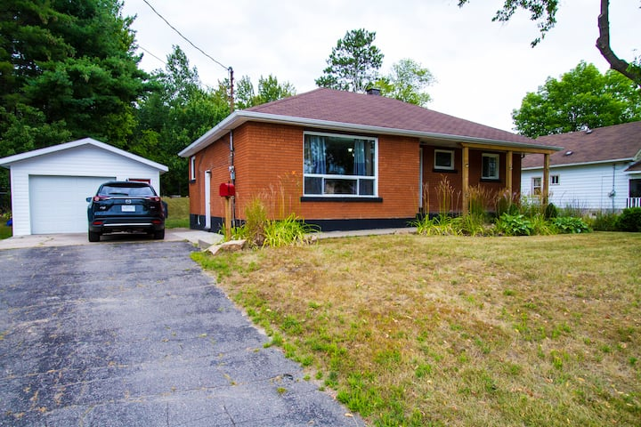 Quiet 4 Bedroom House Right Near The Base