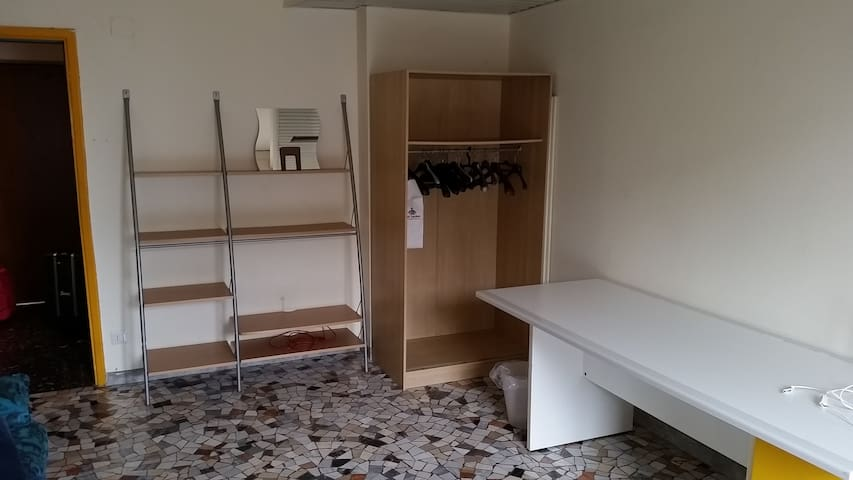 Large single room close to Center of Milan - Milano - Apartment