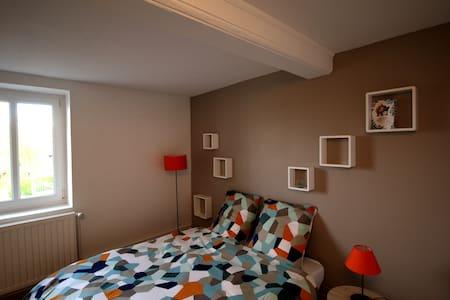 Francheville : Chambre dans maison.