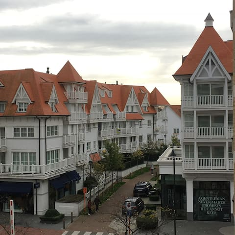 In the heart of Knokke at 50m from the beach