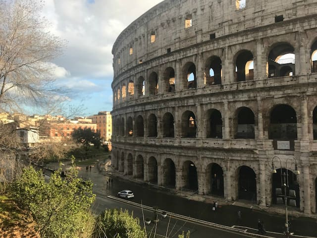 Beautiful Colosseo, located so close to your apartment.