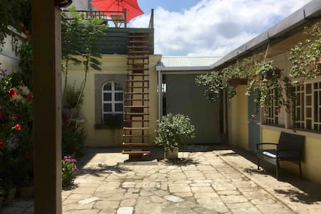 1-Bedroom Cottage /En Suite Bath, Central Zona 1