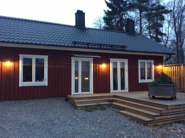 Helt nytt hus, 70 kvm, endast 4 min från Arlanda!