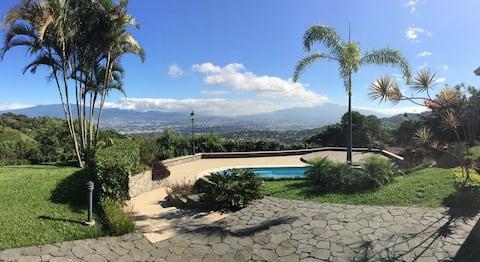 Amazing City Views  Guest house in Escazú