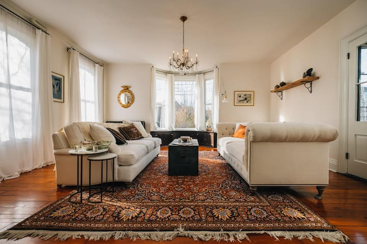 One Bedroom Suite in a Historic Home near Willy St