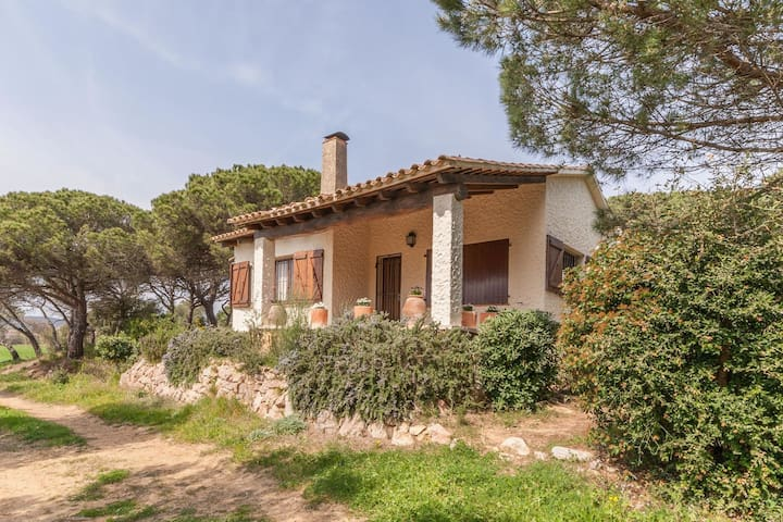 A holiday home in a quiet area on the wonderful Costa Brava.