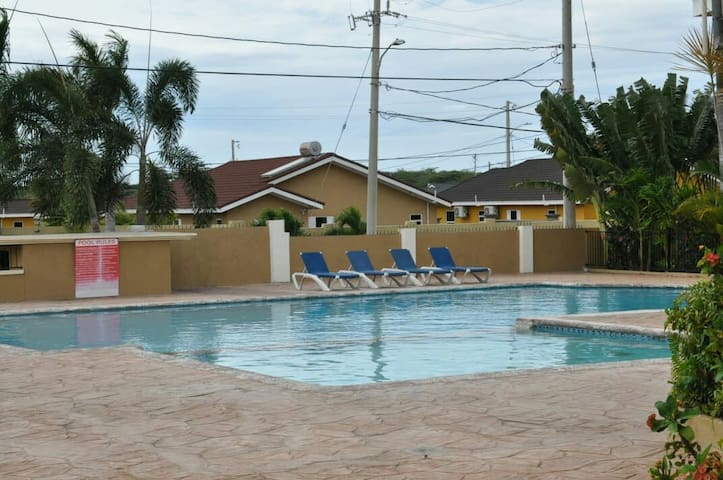 located 5mins outside resort town of Ocho Rios