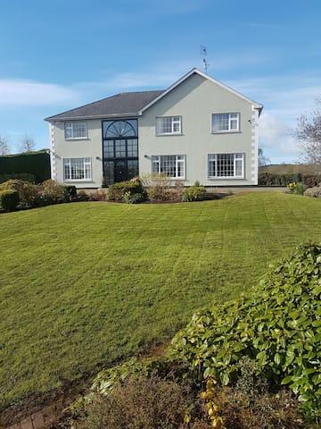 Boyle - 5 bedroom house beside Lough Key
