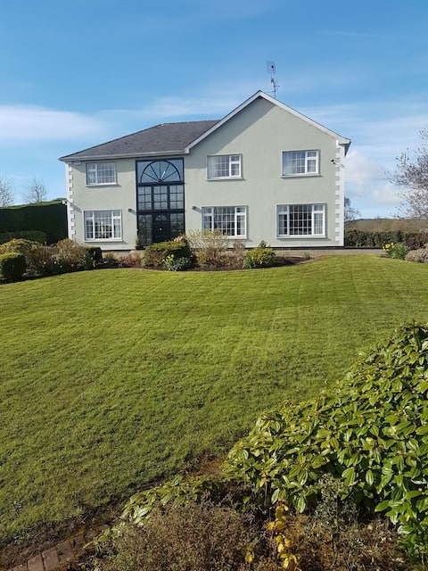 Boyle - 5 bedroom house beside Lough Key