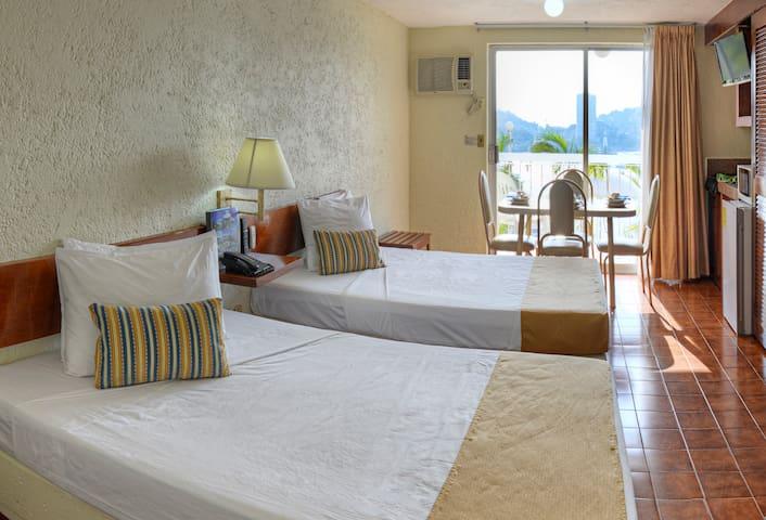 Habitación tipo suite con vista al mar