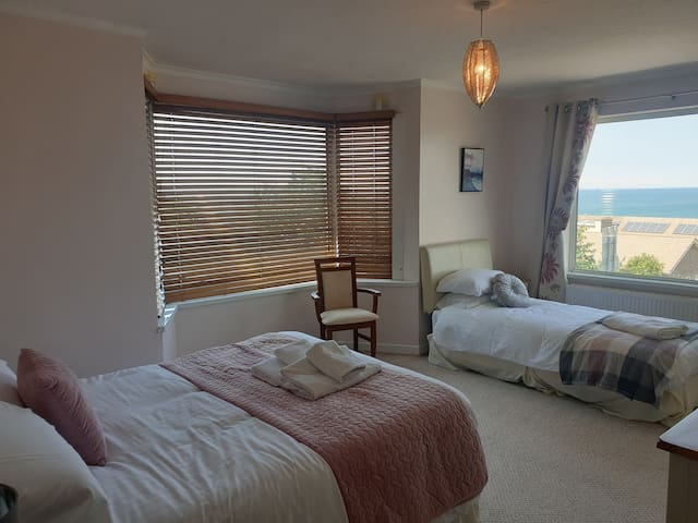 Sleeps 5, Superb views of Aberaeron • Brig-y-Don