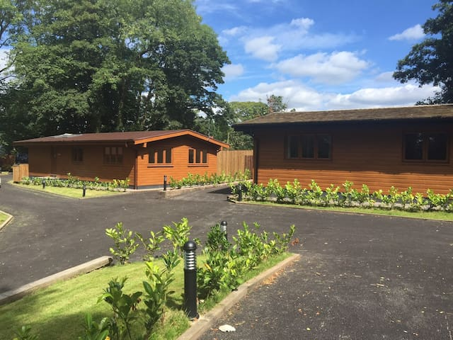 Maple Lodge @ Shellow Lane Lodges