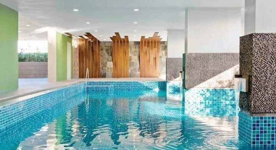 Vista Taft Studio *WIFI *NETFLIX* free pool & gym