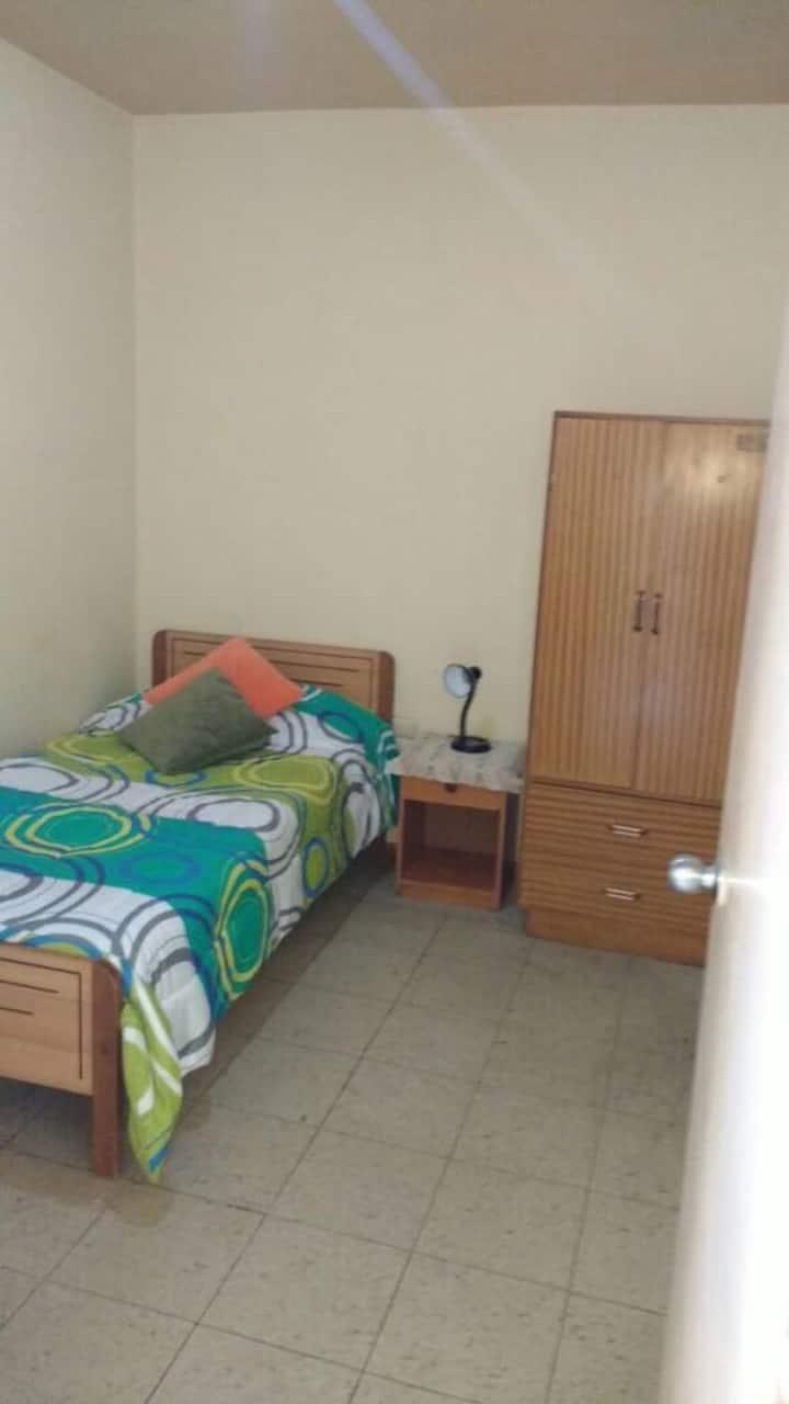 Habitaciones Amobladas en Residencia Familiar