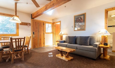 Magnificent Lakeside Lodge - 1 Bedroom