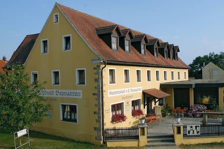 Günstige Unterkunft - 6 Zi. mit eigener Du/WC - Gunzenhausen