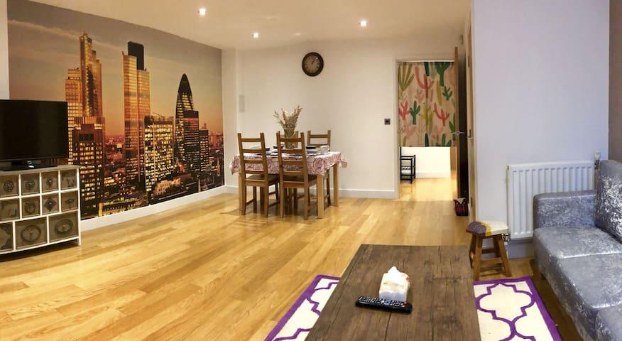 Stunning Stylish 3 Bedroom House  Greenwich London