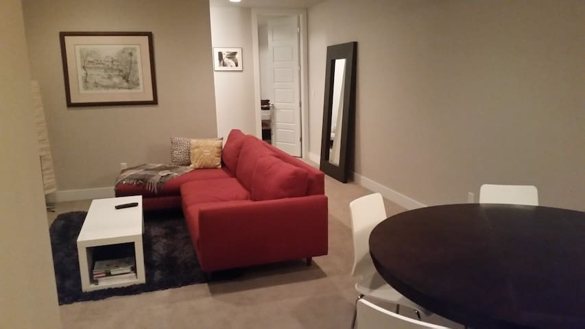 Floor to yourself in modern townhome next to DU