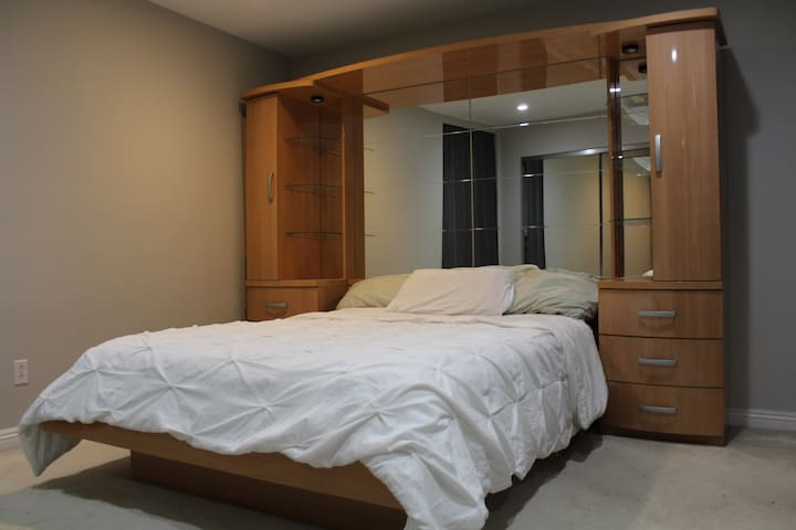 Private Bedroom in College area