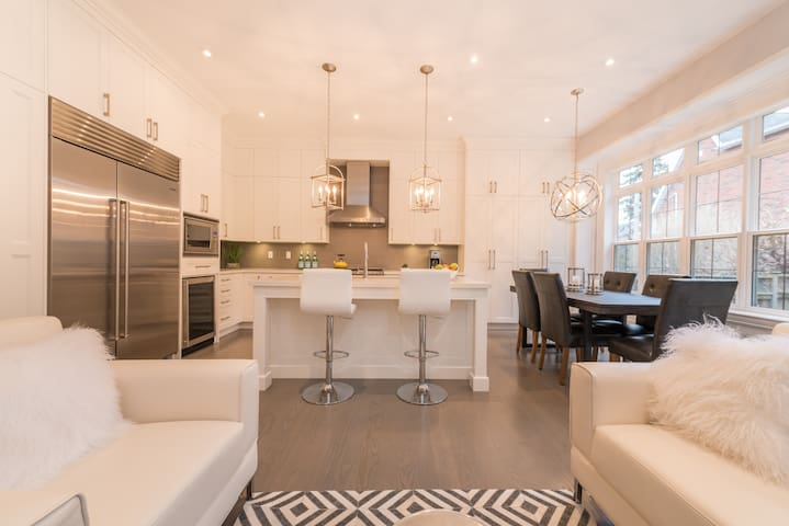 Luxury Toronto Home - MONTHLY RENTAL ONLY