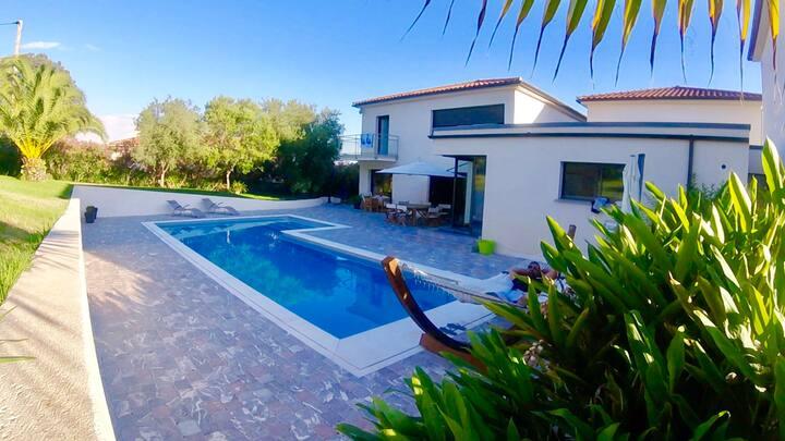 Villa Contemporaine  à la campagne  6 P / piscine