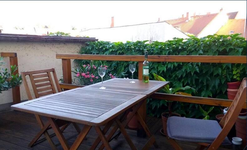 die Dachterrasse für schöne Sommerabende, oder auch fürs Frühstück