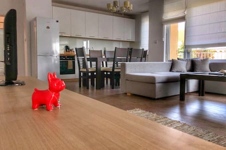 Stylish Seaview RED BULLDOG Apartment