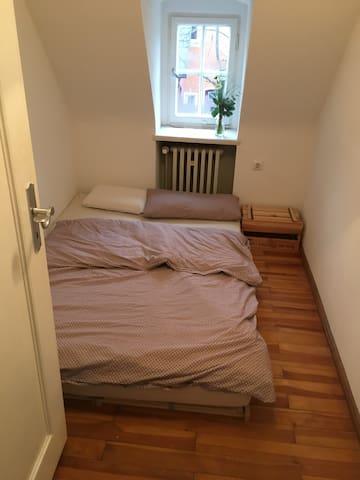 Minimalistisches schönes Zimmer - Augsburg