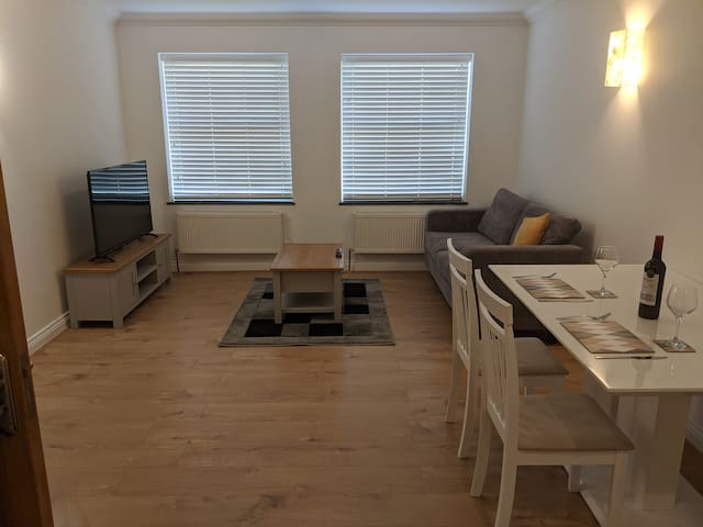 Newly Renovated Northampton 2-Bedroom Flat