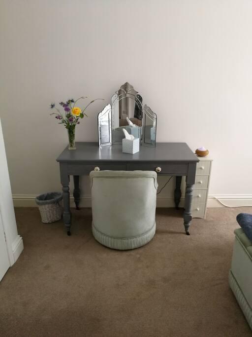 Desk or beauty table.