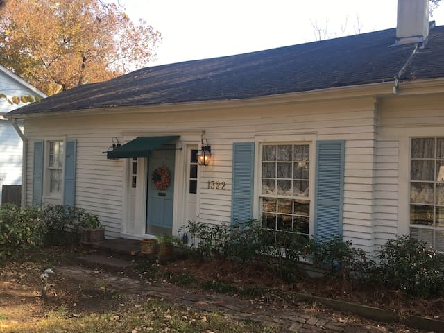 Charming cottage in Belhaven historic district