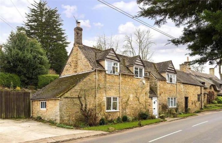 The Farthings Cotswolds Holiday Cottage