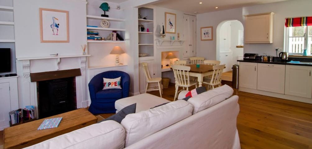 A bright and airy 'boutique' style cottage - Salcombe - Haus